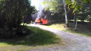 preview picture of video 'Woodstock, Vermont Car Fire'