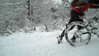 preview picture of video 'Mountain bike riding in the snow, Croydon UK'