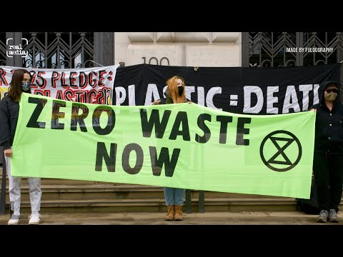 """""""No Space for Plastic"""" protest at Unilever's Annual General Meeting"""