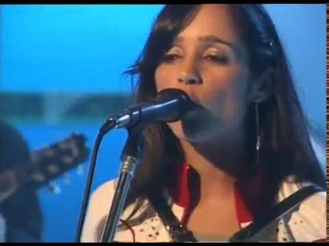 Julieta Venegas video Andar conmigo - Estudio CM 2004