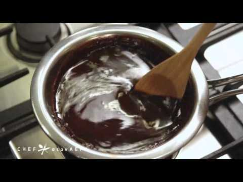 Τι κάνουμε αν σβωλιάσει η λιωμένη σοκολάτα