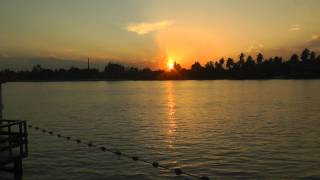 preview picture of video 'Sunset over the Mae Klong, Samut Songkhram, Thailand'