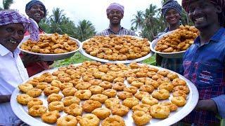 VILLAGE DONUT !!! Tamil Traditional Snacks Ulunthu Vadai | Cooking Crispy Medu Vada Recipe