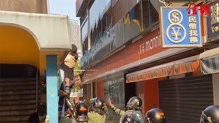 理大衝突﹕再有人從天橋頂逃出 防暴警隨即拘捕