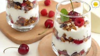 Caramelized oatmeal and fruit yogurt 覆盆子樱桃麦片酸奶杯 Gruau caramélisé et yogourt aux fruits