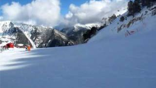 preview picture of video 'Andorra skiing 2010 Vallnord Comallempla Arinsal спуск на лыжах с горы'