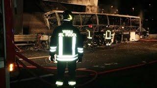 В Вероне произошло ДТП с участием школьного автобуса, погибли 16 человек