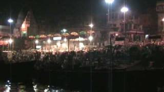 preview picture of video 'Night in Varanasi.'