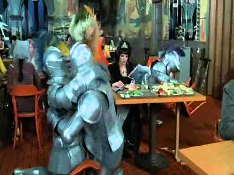 Armature ingombranti al ristorante