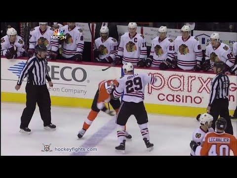 Bryan Bickell vs Wayne Simmonds