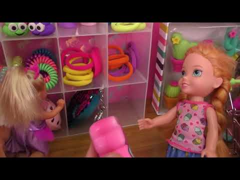 Shopping ! Elsa and Anna toddlers buy from Claire's store - Barbie (видео)