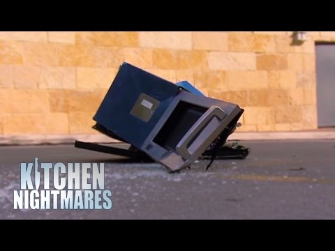 Gordon Throws 'Chef Mike' Out of a Window - Kitchen Nightmares