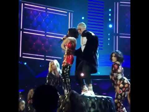 Bad Bunny + Becky G|   Mayores   En Los Premios Latín Music Awards 2017