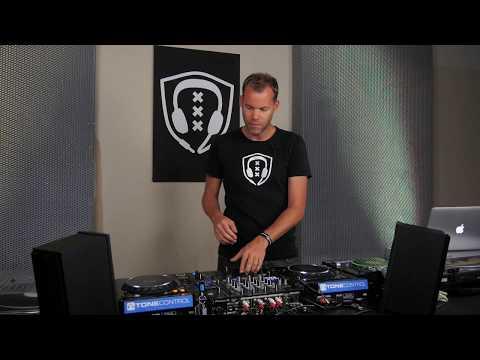 DJ BEGINNER TUTORIAL: HOW TO MIX Like a pro DJ