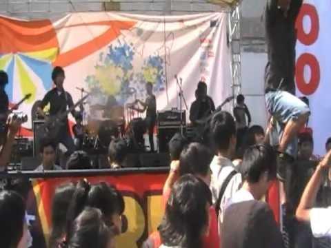 Chalatraz - Menembus Hitam Live @ SMAN 7 Bandung