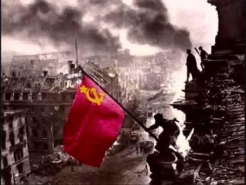 Ich trage eine Fahne und diese Fahne ist rot