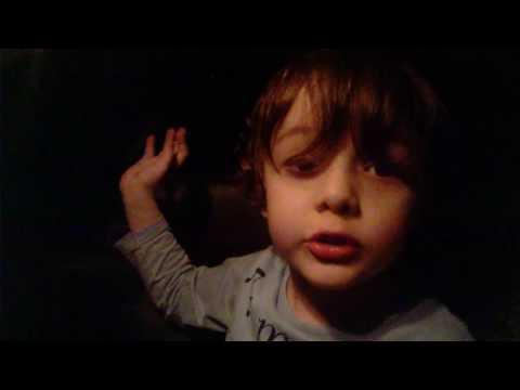 Gregório, com 4 anos, gosta de cantar João Gilberto, Tom Jobim e Caetano Veloso.