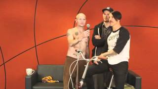 Red Hot Chili Peppers, RHCP приглашают на свой концерт в Санкт-Петербурге (русский перевод)