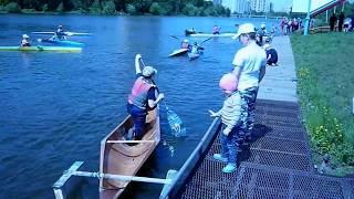 Удивительный вид спорта для детей, гребля на байдарках по реке и каноэ Amazing sport for children, k