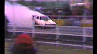 preview picture of video 'Santa Pod Dragster - Car, Bike & Jet Action - July 1981'