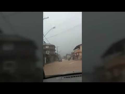 Munícipes filmam as ruas alagadas de Juquitiba no governo Ayres Scorsatto