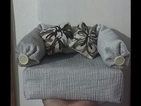 Mini sofa peso de porta feito com caixa de leite