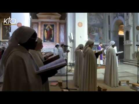 Les Moines prient pour l'Église
