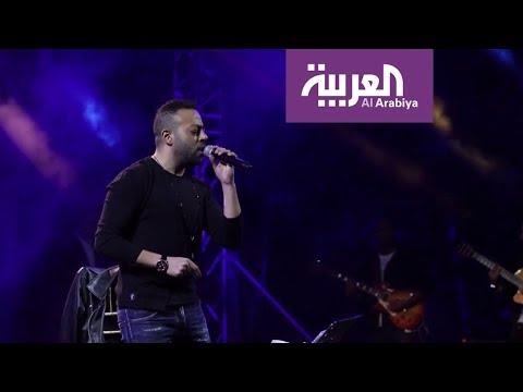 العرب اليوم - شاهد: تامر عاشور يغني عبر الانترنت في زمن