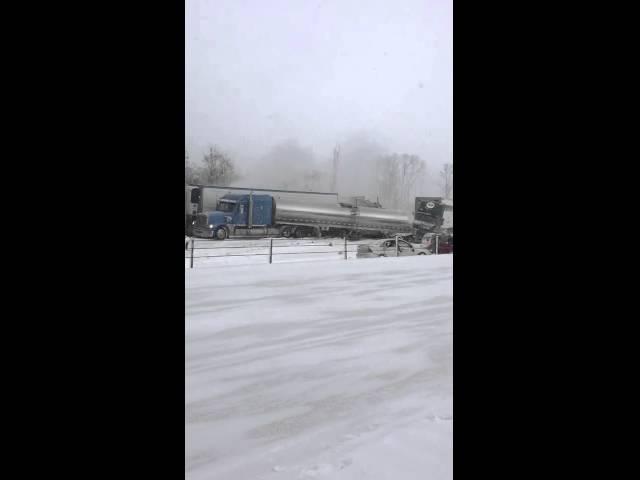 تصادم جماعي بسبب الثلوج في ولاية ميشيغان