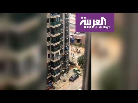 العرب اليوم - شاهد: مسنة تهرب بعد منعها من الخروج خوفًا من