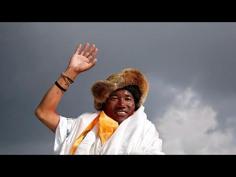 العرب اليوم - شاهد: النيبالي شيربا يسجل رقما قياسيا جديدا في تسلق قمة
