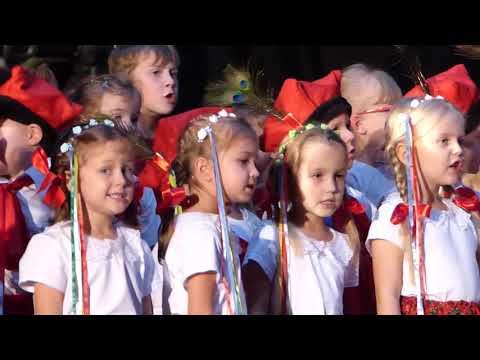 Dzieci świętują niepodległość