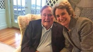 George H.W. Bush to Vote for Hillary Clinton, Sources Say