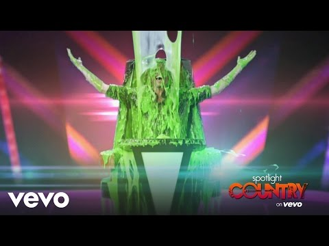 Spotlight Country - Cover: Blake Shelton Getting Slimed in Action (Spotlight Country)
