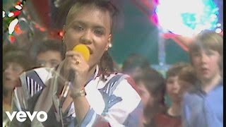 Bow Wow Wow - I Want Candy (Razzmatazz 1982)