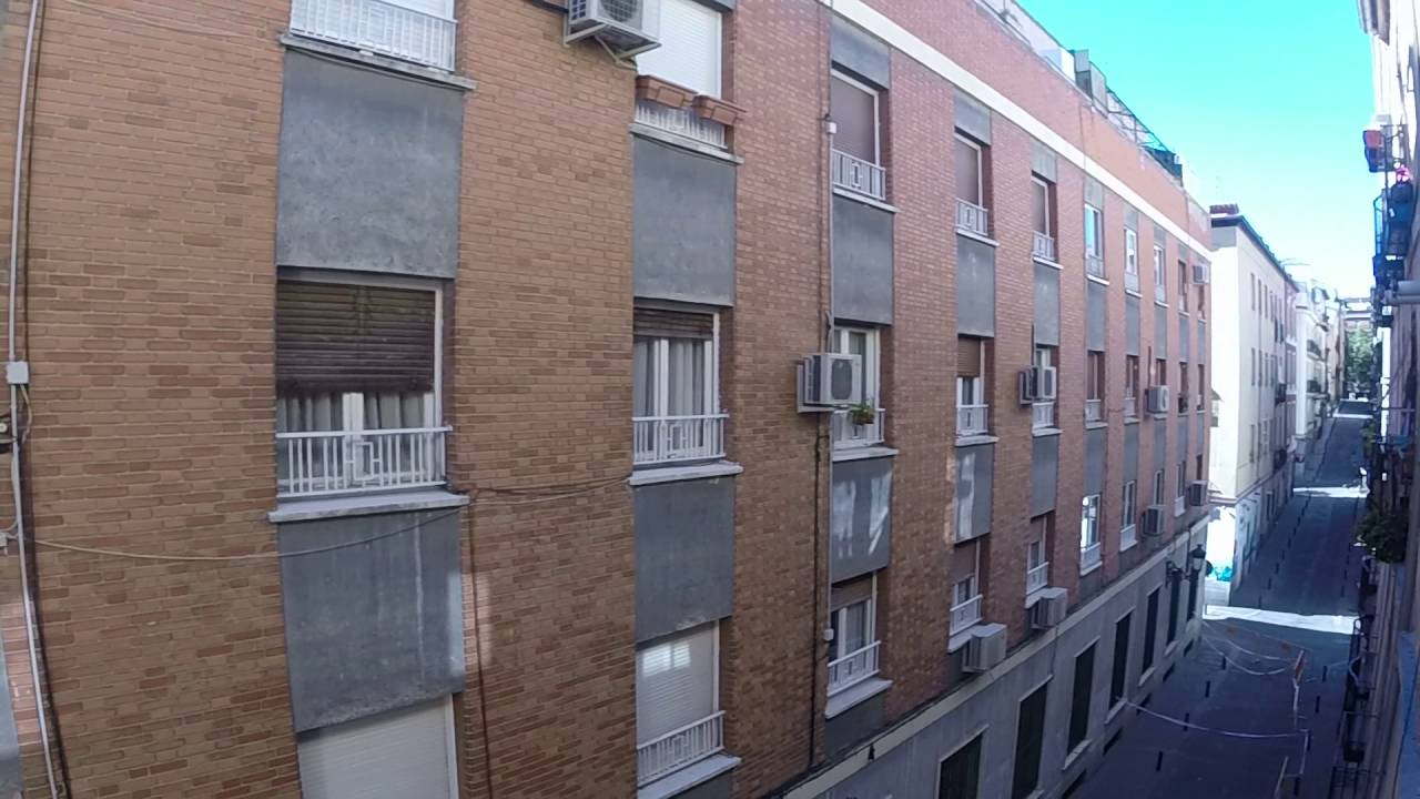 Rooms available for rent in 3-bedroom shared apartment in Centro
