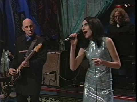 PJ Harvey - C'mon Billy performance + Interview (1995)(HQ)