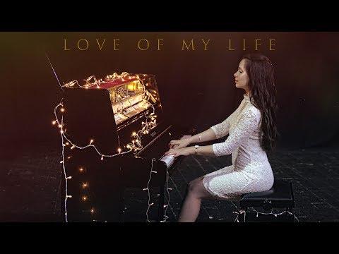 """ביצוע מיוחד לשיר """"Love Of My Life"""" על פסנתר"""