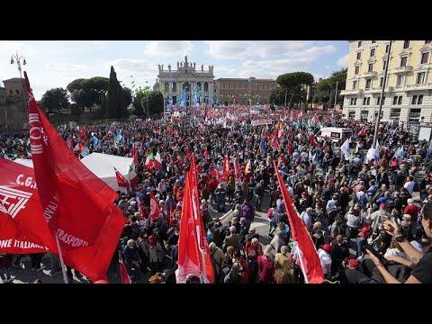 Ιταλία: Μαζική διαδήλωση των συνδικάτων κατά του φασισμού