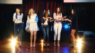 Demet Akalın - Giderli Şarkılar Klibi (Evos Angels Fashion Show 2013)