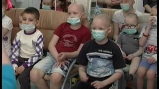 "Маленьким пациентам онкобольницы подарили ""Коробки храбрости"""