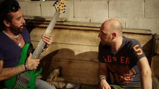 In Conversation with Marco Mendoza – Discovering the 6 String Bass /// Scott's Bass Lessons