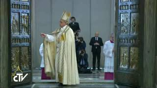 Pope Francis closes the last Holy Door of the Jubilee Year