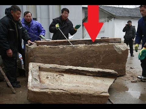 Road Workers Find Eerie Coffin With 700 Year Old thing Inside
