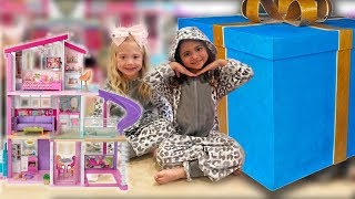 FIRST SLEEPOVER OPENING GIANT PRESENTS!