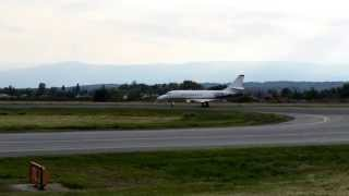 preview picture of video 'NetJets Hawker 800 CS-DNQ Takeoff Flughafen Graz 15.06.13'