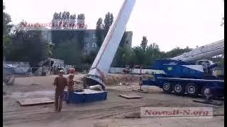 В Николаеве установили гигантский 72-метровый флагшток