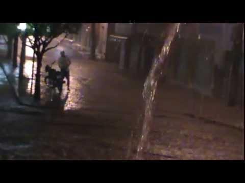 chuva em baixa grande provoca prejuiso no comercio.17.01.2013.www.acordabaixagrande.com.br