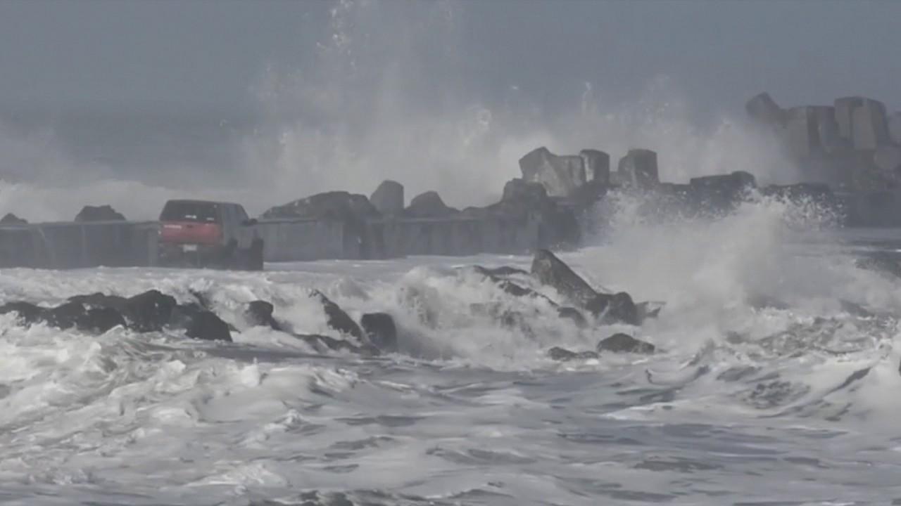 Береговая охрана спасла мужчину от штормовых волн