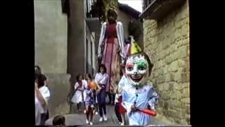 preview picture of video 'La ronda de los gigantes. - Fiestas de Cáseda 1989-'